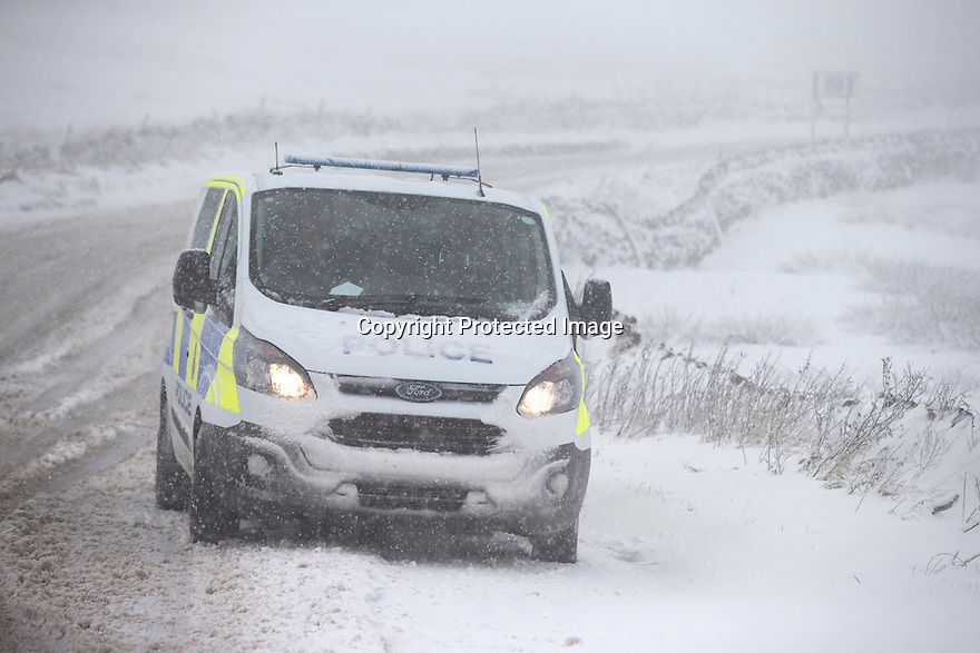 18/11/16<br /> <br /> A police van is photographed in blizzard conditions.<br /> <br /> Heavy snowfall turns the Peak District near Castleton into a winter wonderland.<br /> All Rights Reserved F Stop Press Ltd. (0)1773 550665   www.fstoppress.com