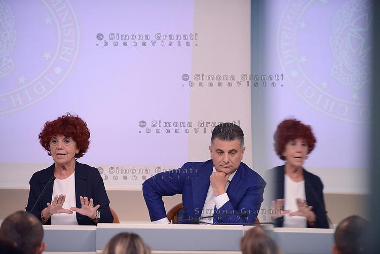 Roma,18 Luglio 2017<br /> Valeria Fedeli, Vito De Filippo<br /> &ldquo;Edilizia Scolastica 2014- 2018&quot;: conferenza stampa a Palazzo Chigi