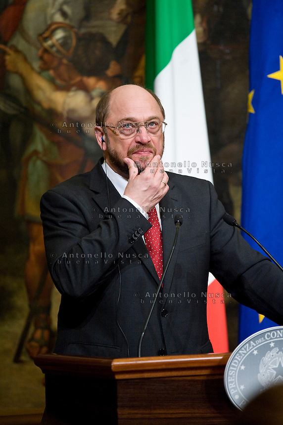 Il Presidente del Parlamento Europeo Martin Schulz durante la conferenza stampa dopo l'incontro con Mario Monti European Parliament President Martin Schulz, during the press conference at Palazzo Chigi at the end of his meeting with Italian Prime Minister Mario Monti.