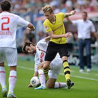 Fussball  1. Bundesliga  Saison 2013/2014    FC Augsburg - Borussia Dortmund      10.08.2013 Marco Reus (re, Borussia Dortmund) gegen Jan Moravek (FC Augsburg)