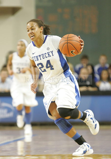 UK point guard Amber Smith brings the ball up court during the first half of UK's Women's basketball game against Jacksonville State in Lexington, Ky. on 11/15/11. Photo by Quianna Lige | Staff
