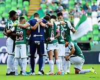 PALMIRA - COLOMBIA, 12-10-2019: Jugadores del Cali oran previo al partido entre Deportivo Cali e Independiente Santa Fe por la fecha 17 de la Liga Águila II 2019 jugado en el estadio Deportivo Cali de la ciudad de Palmira. / Players of Cali pray prior match as part Aguila League II 2019 between Deportivo Cali and Independiente Santa Fe played at Deportivo Cali stadium in Palmira city.  Photo: VizzorImage/ Nelson Rios / Cont