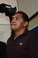SAO PAULO, 04 DE JUNHO DE 2012 - SERRA PR - O deputado federal Francisco Everardo Oliveira (Tiririca)  em reuniao de apoio politico ao candidato Jose Serra, na sede do Partido da Republica. na Avenida Republica do Libano, regiao sul da capital, na tarde desta segunda feira. FOTO: ALEXANDRE MOREIRA - PHOTO PRESS