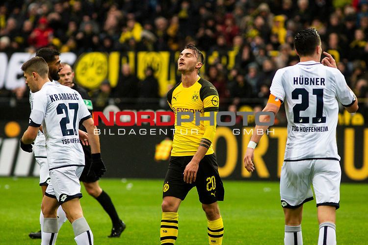 09.02.2019, Signal Iduna Park, Dortmund, GER, 1.FBL, Borussia Dortmund vs TSG 1899 Hoffenheim, DFL REGULATIONS PROHIBIT ANY USE OF PHOTOGRAPHS AS IMAGE SEQUENCES AND/OR QUASI-VIDEO<br /> <br /> im Bild | picture shows:<br /> Maximilian Philipp (Borussia Dortmund #20) entt&auml;uscht nach vergebener Chance,  <br /> <br /> Foto &copy; nordphoto / Rauch