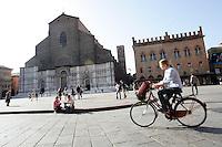 Una veduta di Piazza Maggiore, con la Basilica di San Petronio, sulla sinistra, a Bologna.<br /> A view of piazza Maggiore, with San Petronio's Basilica at left, in Bologna.<br /> UPDATE IMAGES PRESS/Riccardo De Luca