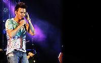 GUARAREMA,SP, 22 DE FEVEREIRO DE 2012 - MICHEL TELO FECHA CARNAVAL EM GUARAREMA - O cantor Michel Telo realizou na noite de ontem terça-feira (21)show que fechou o ultimo dia de carnaval na cidade de Guararema em Sao Paulo. (FOTO; WARLEY LEITE - BRAZIL PHOTO PRESS).