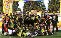 BUCARAMANGA-COLOMBIA-12-12-2015. Jugadores y cuerpo técnico del Atlético Bucaramanga celebran el título como campeones del Torneo Águila 2015 después del encuentro de vuelta con Fortaleza FC jugado en el estadio Alfonso López de Bucaramanga./ Players and coaches of Atletico Bucaramanga celebrate as a champions of Aguila Tournament 2015 after the second leg match against Fortaleza FC played at Alfonso Lopez stadium in Bucaramanga. Photo: VizzorImage / Duncan Bustamante / Cont