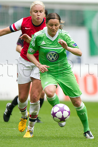 21.04.2013. Wolfsburg, Germany. Womens Champions League, Wolfsburg versus Arsenal, second leg.  Wolfsburg's Martina Mueller (R) and Arsenal's Stephanie Houghton challenge for the ball during the match VfL Wolfsburg - Arsenal LFC in the Volkswagen Arena in Wolfsburg