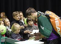 06-02-11, Tennis, Netherlands, Rotterdam, ABNAMROWTT 2011, Micha Zwerev deelt handtekening uit
