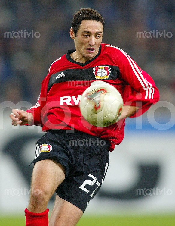 Fussball / 1. Bundesliga Saison 2002/2003  Oliver Neuville, Einzelaktion am Ball Bayer 04 Leverkusen