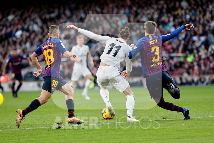 FC Barcelona's Jordi Alba (L) and Gerard Pique (R) and Real Madrid's Gareth Bale during La Liga match between FC Barcelona and Real Madrid at Camp Nou Stadium in Barcelona, Spain. October 28, 2018. (ALTERPHOTOS/A. Perez Meca)