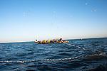 Economie. Premier secteur d'exportation du Sénégal, la pêche fait vivre deux millions de personnes. On dénombre 60 000 pêcheurs piroguiers qui assurent 80 % des débarquements du pays, destiné majoritairement aux marchés européens