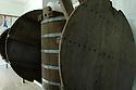 08/06/06 - VALLEE DE LA JORDANNE - CANTAL - FRANCE - Fabrication AOC de fromage de Salers et de Cantal. L utlisation d une gerle en bois est dans le cahier des charges de l AOC Salers - Photo Jerome CHABANNE