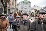 Trauernde auf dem Lemberger Maidan nach dem Sturz Janukowitschs