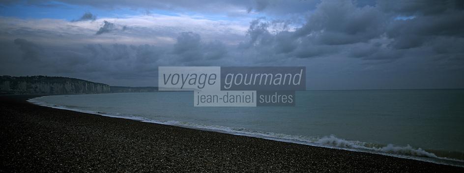 Europe/France/Normandie/Haute-Normandie/76/Seine-Maritime/Dieppe: Le front de mer et les falaises