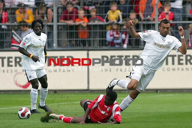 2. FBL  2007/2008 2. Spieltag Hinrunde<br /> SC Freiburg vs. SC Paderborn<br /> <br /> Emil Noll, (SC Paderborn #27) im Zweikampf mit <br /> Wilfried Sanou, (SC Freiburg #23)<br /> <br /> Foto: &copy; nph (  nordphoto  )