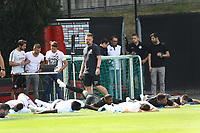 Spieler dehnen sich - 04.07.2018: Eintracht Frankfurt Trainingsauftakt, Commerzbank Arena