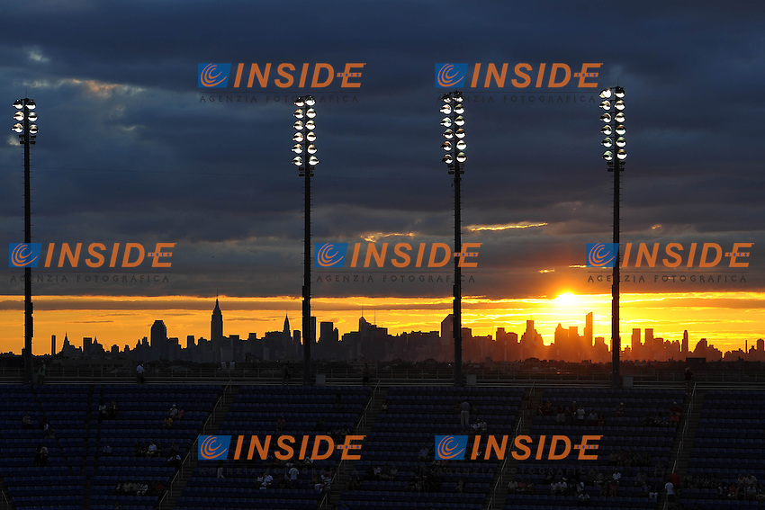 Lo stadio al tramonto con lo skyline di New York<br /> New York Flushing Meadows 03-09-2013 Tennis Torneo US Open Grande Slam.<br /> Photo Antoine Couvercelle / Panoramic / Insidefoto<br /> ITALY ONLY
