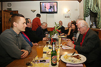 DKP/LL feierte im Grillhaus ihren Wahlerfolg, Tim Beyermann strahlte