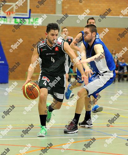 2013-04-21 / Basketbal / seizoen 2012-2013 / Gembo - Houthalen /  Domien Loubry (l. Gembo) met Maesen..Foto: Mpics.be