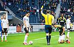 Solna 2015-04-26 Fotboll Allsvenskan AIK - &Ouml;rebro SK :  <br /> domare Andreas Ekberg delar ut ett gult kort till &Ouml;rebros Daniel Bj&ouml;rnqvist under matchen mellan AIK och &Ouml;rebro SK <br /> (Foto: Kenta J&ouml;nsson) Nyckelord:  AIK Gnaget Friends Arena Allsvenskan &Ouml;rebro &Ouml;SK utvisning utvisad utvisas varning gult kort