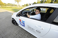 IJSHOCKEY: HEERENVEEN: Uitreiking sponsorauto's bij Opel dealer Siton in Heerenveen aan een selectie van ijshockeyspelers en de coach van de UNIS Flyers, Kevin Nijland, ©foto Martin de Jong