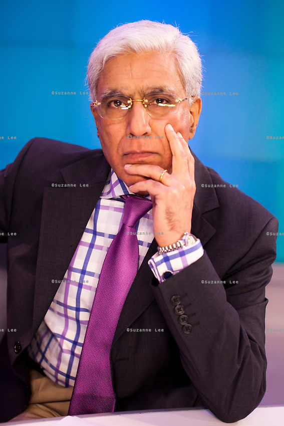 Karan Thapar hosting The Last Word on CNN-IBN in Studio 1 on 3rd December 2010. Photo by Suzanne Lee