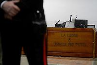 """Roma, 14 Novembre 2019<br /> Carabiniere davanti la scritta """"La legge è uguale per tutti"""".<br /> Aula Bunker di Rebibbia<br /> La Corte d'Assise di Roma ha condannato i carabinieri Alessio Di Bernardo e Raffaele D'Alessandro a 12 anni. Assolto dall'accusa di omicidio Francesco Tedesco, l'imputato-accusatore , a suo carico rimane solo la condanna a 2 anni e sei mesi per falso. Stesso reato per Roberto Mandolini, comandante interinale della stazione Appia: 3 anni e otto mesi. Assolti, Vincenzo Nicolardi  Francesco Tedesco e Roberto Mandolini dall'accusa di calunnia."""