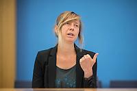Am Freitag den 16. August 2019 forderten Umweltverbaende in Berlin auf einer gemeinsamen Pressekonferenz  Sofortmassnahmen im Klimaschutz.<br /> Vertreter des Deutschen Naturschutzring, vom BUND, der Kampagnenorganisation Campact, Greenpeace und dem WWF uebten scharfe Kritik an den bisherigen Massnahmen der Bundesregierung und forderten u.a. eine massiven Abbau klimaschaedlicher Subventionen und den schnelleren Ausstieg aus der Kohlekraft.<br /> Im Bild: Luise Neumann-Cosel, Teamleiterin Kampagnen Campact.<br /> 16.8.2019, Berlin<br /> Copyright: Christian-Ditsch.de<br /> [Inhaltsveraendernde Manipulation des Fotos nur nach ausdruecklicher Genehmigung des Fotografen. Vereinbarungen ueber Abtretung von Persoenlichkeitsrechten/Model Release der abgebildeten Person/Personen liegen nicht vor. NO MODEL RELEASE! Nur fuer Redaktionelle Zwecke. Don't publish without copyright Christian-Ditsch.de, Veroeffentlichung nur mit Fotografennennung, sowie gegen Honorar, MwSt. und Beleg. Konto: I N G - D i B a, IBAN DE58500105175400192269, BIC INGDDEFFXXX, Kontakt: post@christian-ditsch.de<br /> Bei der Bearbeitung der Dateiinformationen darf die Urheberkennzeichnung in den EXIF- und  IPTC-Daten nicht entfernt werden, diese sind in digitalen Medien nach §95c UrhG rechtlich geschuetzt. Der Urhebervermerk wird gemaess §13 UrhG verlangt.]