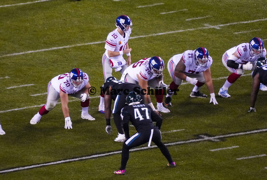 quarterback Eli Manning (10) of the New York Giants als Starter auf dem Feld - 09.12.2019: Philadelphia Eagles vs. New York Giants, Monday Night Football, Lincoln Financial Field