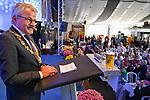 19.08.2019, Stoppelmarkt, Vechta, 721. Stoppelmarkt in Vechta - traditioneller Montagsempfang / traditioneller Pferde und Viehmart<br /> <br /> <br /> im Bild: Stefan Weil (Ministerpraesident des Landes Niedersachsen (SPD) ) würdigte anlässlich des 721.Vechtaer Stoppelmarktes die Verdienste von Helmut Gels (Buergermeister Stadt Vechta) im Rahmen des Montagsempfanges der Stadt Vechta im Niedersachsenzelt vor 1200 geladenen Besuchern aus Politik und Wirtschaft. Gels, der in den letzten 30 Jahren (mit einer kleinen Unterbrechung) als Stadtdirektor und Bürgermeister für den Stoppelmarkt verantwortlich war, holte u.a als Festredner in die Kreisstadt Peter Altmaier (CDU-Bundesminister für Wirtschaft und Energie), die ehemalige Bundesverteidigungsministerin Dr. Ursula von der Leyen (jetzige Präsidentin der Europäischen Kommission) sowie Andrea Nahles und Stefan Weil, Thomas de Maizière nach Vechta. Gels geht am 02.11.2019 in den wohlverdienten Ruhestand.<br /> <br /> <br /> <br /> Foto © nordphoto / Kokenge