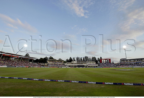 A view of Edgbaston Cricket Ground under the floodlights, England v South Africa, The NatWest Triangular Series, Edgbaston, Birmingham, 030708. Photo: Neil Tingle/Action Plus...2003.Cricket.One Day International internationals ODI day night game.venue venues grounds floodlit floodlight