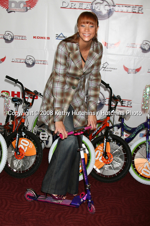 Kristen Renton  at the 14th Annual Christmas in the City Giveaway at the Galen Center at USC in Los Angeles, CA on December 21, 2008.©2008 Kathy Hutchins / Hutchins Photo..                .