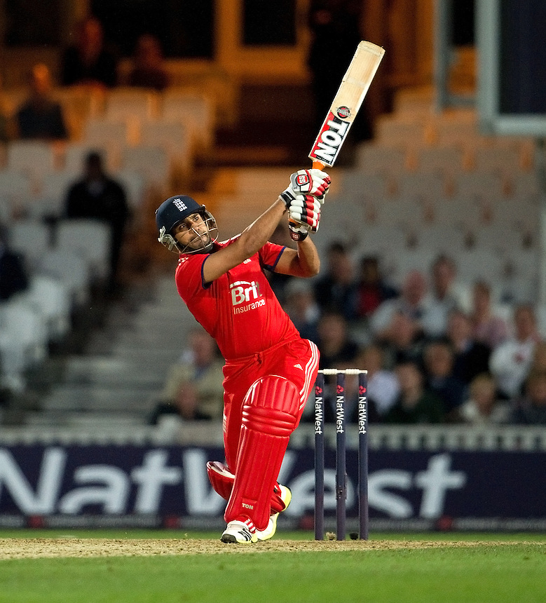 England's Ravi Bopara 30 not out in the T20 defeat to New Zealand<br /> <br />  (Photo by Ashley Western/CameraSport) <br /> <br /> International Cricket - NatWest International T20 Series - England v New  Zealand - Tuesday 25th June 2013 - The Kia Oval, London <br /> <br />  &copy; CameraSport - 43 Linden Ave. Countesthorpe. Leicester. England. LE8 5PG - Tel: +44 (0) 116 277 4147 - admin@camerasport.com - www.camerasport.com