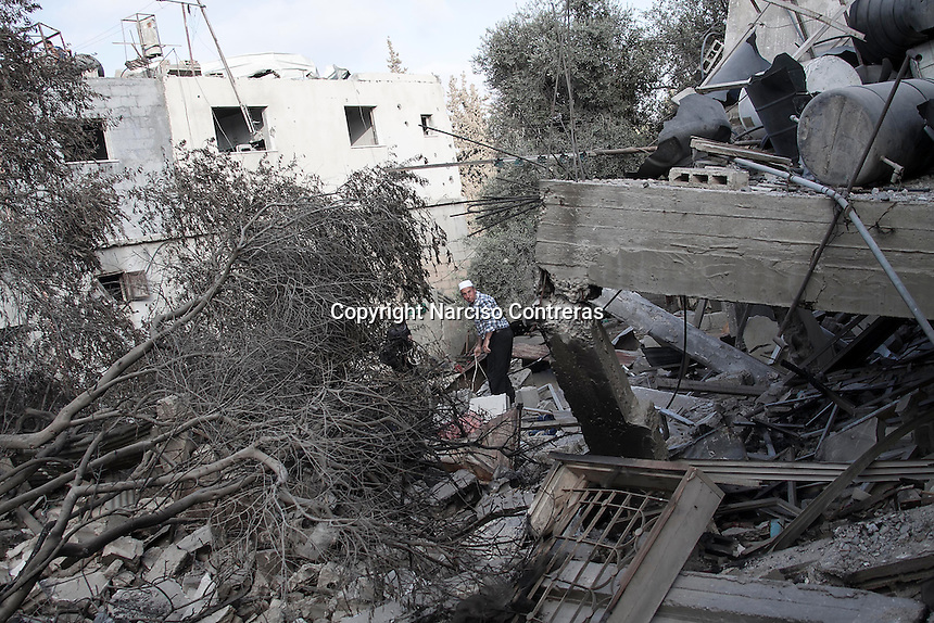 "In this Friday, Aug. 15, 2014 photo, a Palestinian elder couple look for thsir belongings among the rubble of their house destroyed by israeli airstrikes and artillery shelling during the ""Protective Edge"" military operation in Shuyaja neighborhood in Gaza City. After a five days truce was declared on 13th August between Hamas and Israel, civilian population went back to what remains from their houses and goods in Gaza Strip. (Photo/Narciso Contreras)"