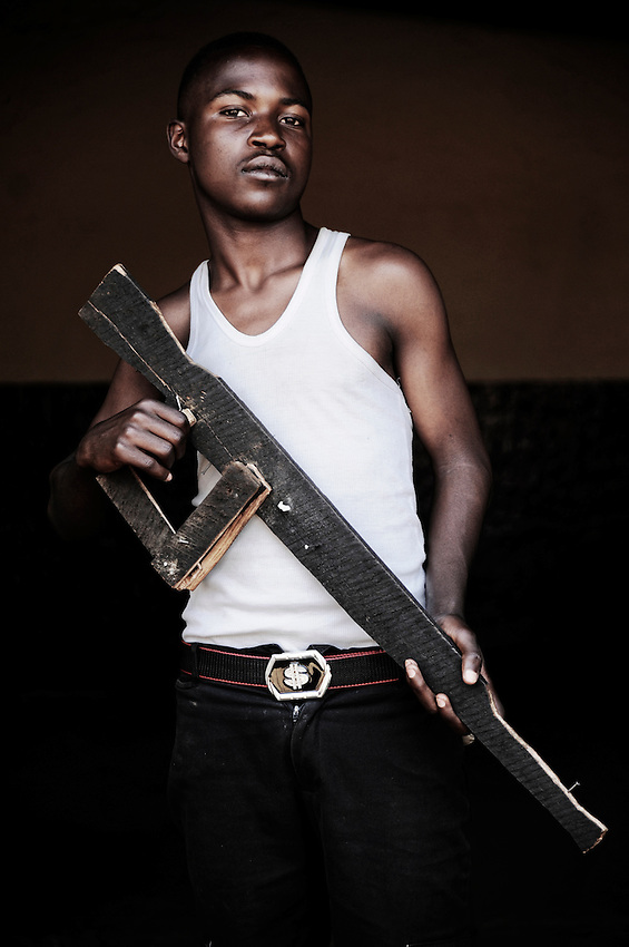 Bahati Olivier. 16 ans. 3 ans passés dans les groupes armés. Bukavu, RDC, juillet 2013.