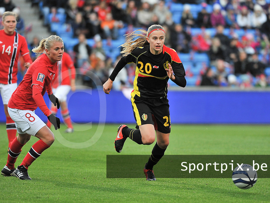 20130925 - OSLO , NORWAY : Belgian Julie Biesmans  pictured with Norwegian Solveig Gulbrandsen (8) in her back during the female soccer match between Norway and Belgium , on the second matchday in group 5 of the UEFA qualifying round to the FIFA Women World Cup in Canada 2015 at the Ullevaal Stadion , Oslo . Wednesday 25th September 2013. PHOTO DAVID CATRY