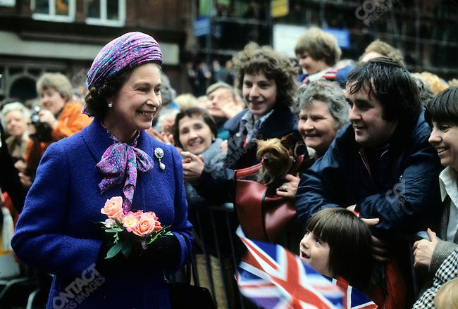 Queen Elizabeth II, exchanging flags, Liverpool City Hall, UK, 1978