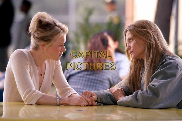 RENEE ZELLWEGER & MICHELLE PFEIFFER.in White Oleander.Filmstill - Editorial Use Only.Ref: FB.www.capitalpictures.com.sales@capitalpictures.com.©Capital Pictures