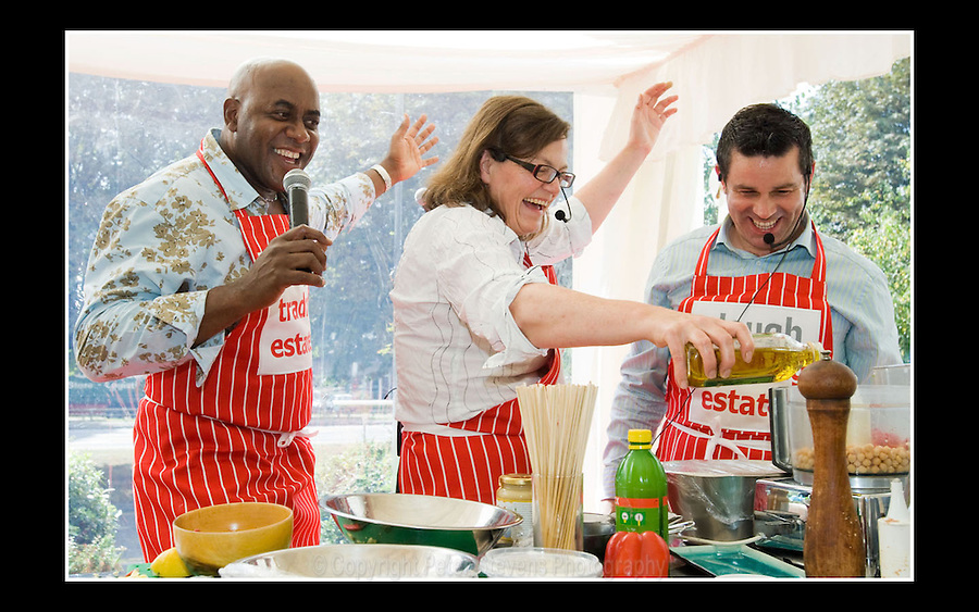 Ainsley Harriott, Fiona Mactaggart MP and Neil Impiazzi - SEGRO Summer Barbecue - Bath Road, Slough, Berkshire, 12th September 2007