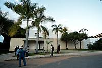 BRASÍLIA, DF, 20.06.2017 – AÉCIO-DF – Imprensa em frente à casa do senador afastado Aécio Neves, no Lago Sul em Brasília, após julgamento no Supremo Tribunal Federal nesta terça-feira, 20.(Foto: Ricardo Botelho/Brazil Photo Press)