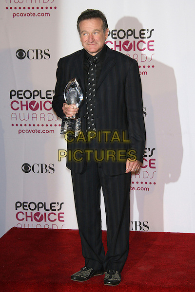 ROBIN WILLIAMS (winner Favorite Funny Male Star).The 33rd Annual People's Choice Awards - Press Room held at The Shrine Auditorium, Los Angeles, California, USA..January 9th, 2007.full length black suit jacket award trophy striped stripes .CAP/ADM/ZL.©Zach Lipp/AdMedia/Capital Pictures