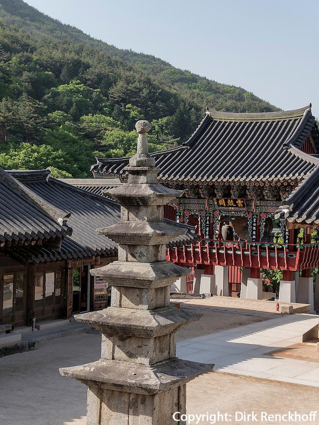 Pagode, buddhistischer Hwaeomsa Tempel in Jirisan Nationalpark, Provinz Jeollanam-do, Südkorea, Asien