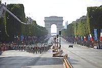 peloton on the Champs-Elysées<br /> <br /> Final stage 21 - Chantilly › Paris/Champs Elysées (113km)<br /> 103rd Tour de France 2016
