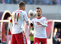 Fußball 3. Liga 2013/14 - Rasenballsport Leipzig (RB) gegen SSV Jahn Regensburg am 19.10.2013 in Leipzig (Sachsen). <br /> IM BILD: Daniel Frahn (RB) und Sebastian Heidinger (RB) <br /> Foto: Christian Nitsche / aif