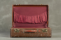 Willard Suitcases / Gloria P / ©2014 Jon Crispin
