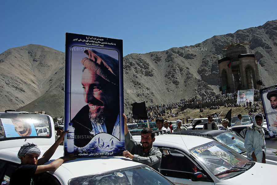 AFGHANISTAN, PANJSHIR PROVINCE, PANJSHIR VALLEY, TOMB OF COMMANDER AHMAD SHAH MASSOUD - 10/09/2007.Commemoration for Commander Ahmad Shah Massoud's assassination.Big panel with Reza's portrait of Commander Ahmad Shah Massoud. <br /> <br /> AFGHANISTAN, PROVINCE DU PANJSHIR, VALLE DU PANJSHIR, TOMBEAU DU COMMANDANT AHMAD SHAH MASSOUD - 10/09/2007.Commemorations pour l'assassinat du Commandant Ahmad Shah Massoud. Panneau avec le portrait du Commandant Ahmad Shah Massoud pris par Reza.