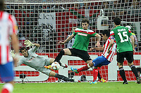 BUKARESZT 09.05.2012.MECZ FINAL LIGA EUROPY SEZON 2011/12: ATLETICO MADRYT - ATHLETIC BILBAO --- UEFA EUROPA LEAGUE FINAL 2012 IN BUCHAREST: CLUB ATLETICO DE MADRID - ATHLETIC CLUB DE BILBAO.GORKA IRAIZOZ  FERNANDO AMOREBIETA  FALCAO STRZELA GOLA.FOT. PIOTR KUCZA.---.Newspix.pl