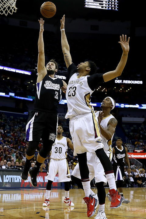 NEW ORLEANS, LA - MARCH 07:  Anthony Davis #23 of the New Orleans Pelicans and Marco Belinelli #3 of the Sacramento Kings go for a rebound during the second half of a game against the Sacramento Kings at Smoothie King Center on March 7, 2016 in New Orleans, Louisiana. The Pelicans won 115-112. NOTE TO USER: User expressly acknowledges and agrees that, by downloading and or using this photograph, User is consenting to the terms and conditions of the Getty Images License Agreement.  (Photo by Jonathan Bachman/Getty Images)