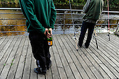 Dalmarnock Bridge fishermen - Buckfast at the ready - (for SoS, Peter Ross at Large) - 16.9.10 - Picture by Donald MacLeod - mobile 07702 319 738 - clanmacleod@btinternet.com